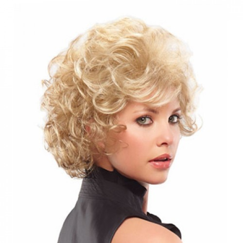 Short wavy light brown wig
